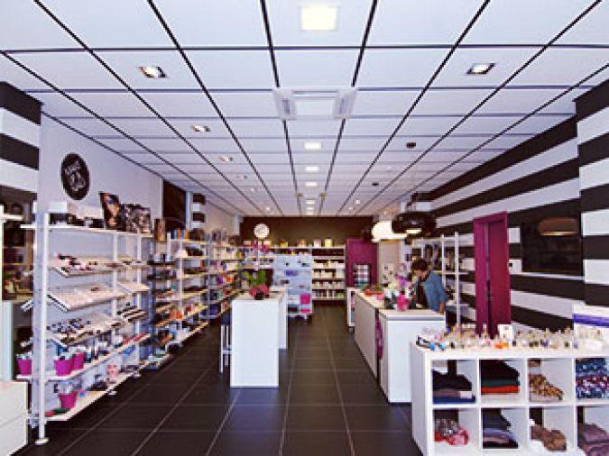 revendeur livraison gratuite mignon pas cher Accessori, prodotti per capelli, make-up and nails, GEG Hair ...